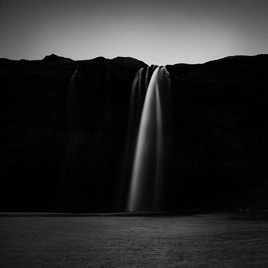 一反常态的黑白风景摄影,利用高对比表现出震撼的冰岛