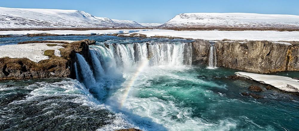 冰岛原为挪威王国属地,后变为丹麦殖民地,后来冰岛政府宣布从丹麦王室